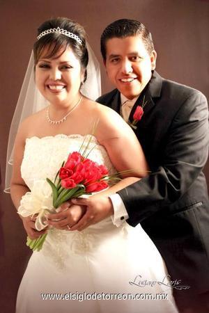 Sr. Manuel Alejandro Rodríguez Enríquez y Srita. Brenda Socorro Rentería Juárez recibieron la bendición nupcial en la capilla de Casa de Cristiandad, el ocho de diciembre de 2006.   <p><i> Estudio: Luciano Laris</i>