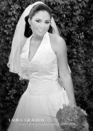 Srita. Fátima Alicia Rosales Robles el día de su boda con el Sr. Ricardo Javier Murillo García.   <p><i> Estudio: Laura Grageda</i>