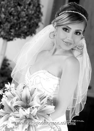 Srita. Anette Angélica Castañeda Acuña, el día de su boda con el Sr. Roberto Gerardo Sánchez Chavarría. <p><i> Estudio: Maqueda</i>
