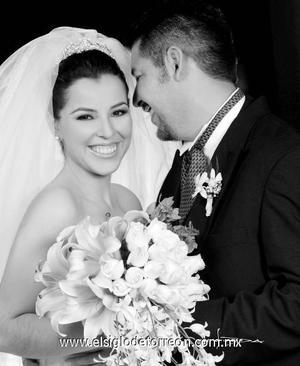 Srita. Gloria Meredith Ramos Ramos el día de su enlace nupcial con el Sr. Yuri Mazoy Rodríguez.  <p><i> Estudio: Maqueda</i>