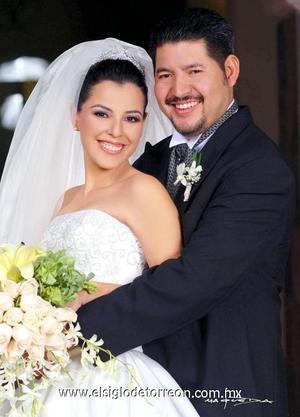 Sr. Yuri Mazoy Rodríguez Segovia y Srita. Gloria Meredith Ramos Ramos contrajeron matrimonio en el templo San Pablo, el 29 de diciembre de 2006.  <p><i> Estudio: Maqueda</i>