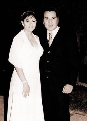 x Lic. Rigel Mario Rendón Hinojosa y Lic. María del Carmen Azpilcueta Nájera contrajeron matrimonio civil el viernes 15 de diciembre de 2006.