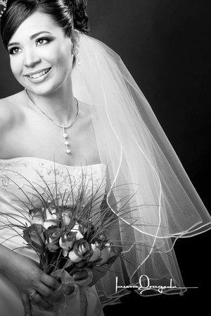 C.P. Griselda García Castro el día de su boda con el Lic. y C.P. Everardo Zúñiga Rodríguez.   <p> <i>Estudio: Laura Grageda</i>