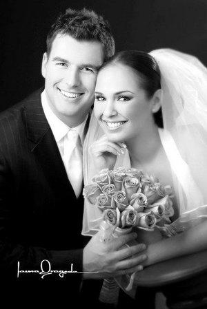 L.A.E. Tamara de la Fuente Zorrilla el día de su boda con el L.F. Casey Sambs.   <p> <i>Estudio: Laura Grageda</i>