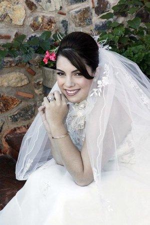 Srita. Anabell Dajlala Yáñez unió su vida en sagrado matrimonio a la del Sr. Delio Hernández Villarreal.