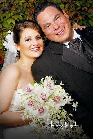 Sr. Javier Rizzo Apodaca y Srita. Rebeca Yacamán Handal recibieron la bendición nupcial en la parroquia de San Pedro Apóstol, el 17 de febrero de 2007.   <p> <i>Estudio: Laura Grageda</i>