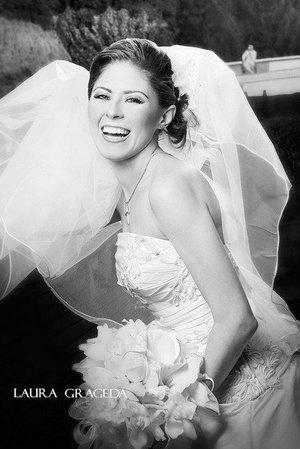 Srita. Maricela Cañedo Sánchez el díav de su boda con el Sr. Yohualli Javier Campos Rodríguez.   <p> <i>Estudio: Laura Grageda</i>