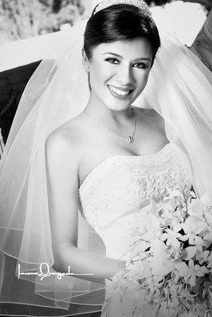 Srita. Luz Elena Adame Jaramillo el día de su boda con el Sr.Alexander S. Ivannikov Shvirev.  <p> <i>Estudio: Laura Grageda</i>