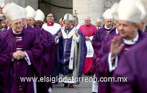 Funcionarios de la iglesia católica alcanzaron un momento clave en el proceso de canonización del papa Juan Pablo II, al concluir la investigación sobre su vida en una ceremonia para marcar el segundo aniversario de la muerte del pontífice.