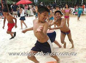 Pero la playa no fue sólo para las familias, sino también para los enamorados.