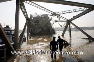 Destruye bombazo puente en Bagdad