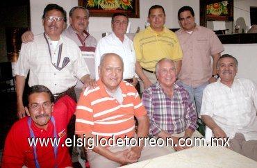 13042007 raymundo isaís cumplió festejado amigos