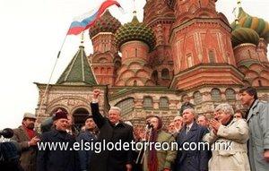 Boris por acuerdo con los líderes de Ucrania y Bielorrusia disolvió la URSS.