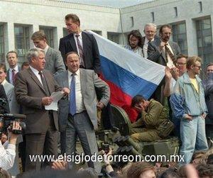Yeltsin fue elegido primer presidente ruso el 12 de junio de 1991, cuando Rusia era todavía una de las repúblicas de la Unión Soviética.