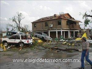 El fenómeno meteorológico,  que se calcula duró aproximadamente 20 minutos,  destruyó casas,  levantó techos,  arrancó árboles de raíz,  dañó severamente decenas de coches y autobuses de transporte urbano y arrasó con la iglesia.