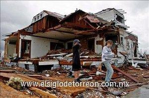 La mayoría de las casas quedaron destruidas y convertidas en escombros.