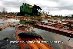 El tornado asotó el pueblo, en el que residen unas  mil 600 personas.