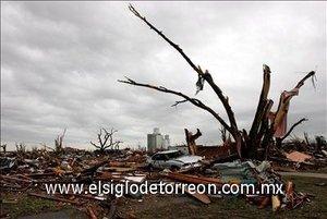 El presidente de EU., George W. Bush, declaró zona catastrófica el área suroeste del estado afectada por el gigantesco tornado.