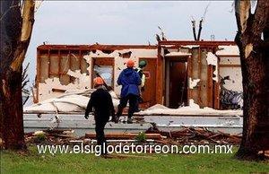 Al menos diez personas fallecieron a causa de los tornados y las tormentas que castigaron al estado de Kansas.