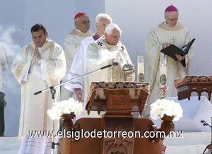 La misa fue multitudinaria asistida por más de un millón de fieles católicos.