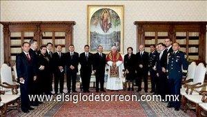 Todos los presentes se tomaron la foto del recuerdo junto a Benedicto XVI.
