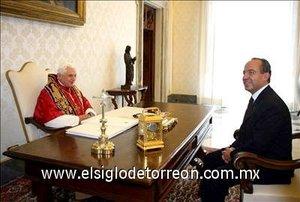 El Papa se reunió con Calderón en audiencia privada por espacio de 22 minutos en su biblioteca personal del Palacio Apostólico del Vaticano.