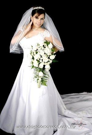 Lic. Mirna Ernestina Torres Amador, el día de su boda  con el Lic. Josué Elihu Reyes Meza.-   <p> <i>Aldaba & Diane.</i>