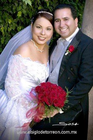 Lic. Juan David Moreno del Real y Lic. Norma Fabiola Dena Juárez contrajeron matrimonio el viernes 27 de abril de 2007.  <p> <i>Sosa</i>