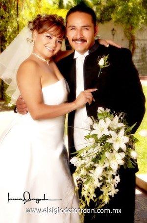 Sr. Juan Carlos Rodríguez Ávila y Lic. Alma Elisa Sánchez Vargas contrajeron matrimonio en la parroquia del Sagrado Corazón de Jesús, el sábado 28 de abril de 2007. Estudio Laura Grageda.