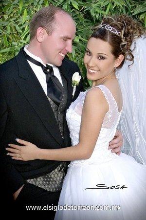M.C. Lane Burton Dayley e I.S.C. Silvia Georgina Denisse Loera Vázquez contrajeron matrimonio en la parroquia del Espíritu Santo, el sábado 28 de abril de 2007.  <p> <i>Sosa</i>