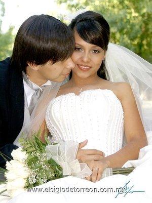 Srita. Mayra E. Sauza Ramírez el día su boda con el Lic. Jorge Alberto Herrera Castellanos.-    <p> <i>Sifo</i>