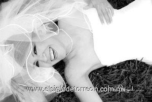 Srita. Sharon E. Ávila Nájera, el día de su enlace matrimonial con el Sr. Alfonso Montellano Villarreal  <p> <i>Laura Grageda</i>