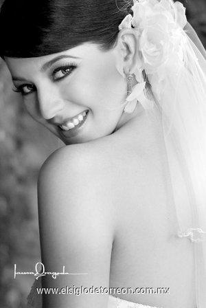 Srita. María Angélica López Cuéllar unió su vida en matrimonio a la del Sr. Andrés Lozano Abraham. <p> <i>Laura Grageda</i>