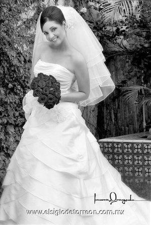 Srita. Marybell Sandoval Ortiz, unió su vida en matrimonio a la del Sr. Federico Navarrete López.-   <p> <i> Laura Grageda.</i>