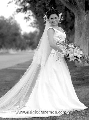 Srita. Ana Lucía Urrutia Silva, el día de su boda con el Sr. Fernando Fernández López.-   <p> <i>Maqueda</i>