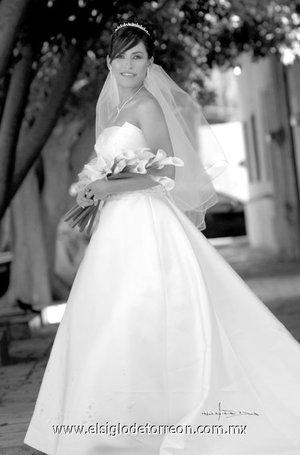 Srita. Noelia Chacón Sánchez unió su vida en matrimonio a la del Sr. Horacio Daniel Flores Peralta.-   <p> <i>Maqueda</i>