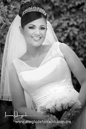 Srita. Gabriela Montserrat Muñoz Rodríguez unió su vida en sagrado matrimonio a la del Sr. José Antonio Jáquez Santana.  <p> <i>Laura Grageda</i>