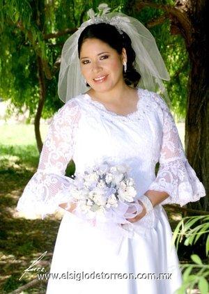 Srita. Julieta Alicia Mora Sánchez, el día de su enlace nupcial con el Sr. Juan José Salas Guerrero.