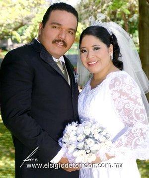Sr. Juan José Salas Guerrero  y Srita. Julieta Alicia Mora Sánchez  contrajeron matrimonio el sábado 21 de abril de 2007.