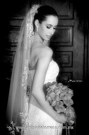 Srita. Fabiola Zepeda Loya el día de su boda con el Sr. Manuel Villegas Ramírez. <p> <i>Moran</i>