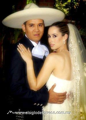 Sr. Manuel Villegas Ramírez y Srita. Fabiola Zepeda Loya contrajeron matrimonio el sábado 28 de abril de 2007. <p> <i>Moran</i>