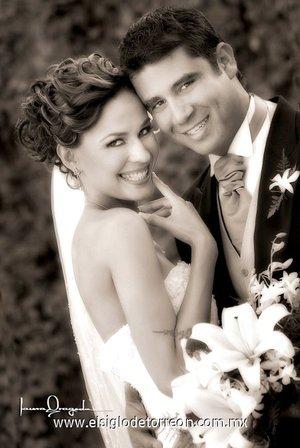 Sr. Ricardo Siller Rodríguez y Srita. Márile Ávila García contrajeron matrimonio en la parroquia de La Sagrada Familia, el sábado 28 de abril de 2007 <p> <i>Laura Grageda</i>