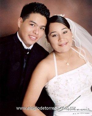 Sr. Sergio Andrés Dávila Sifuentes y Srita. María Guadalupe Ortega Reyes contrajeron matrimonio en la parroquia de Nuestra Señora de Guadalupe el viernes 30 de marzo de 2007.  <p> <i>Papadakis</i>