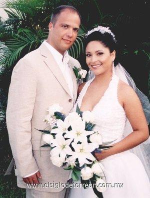 Sr. Rhett Bruno y Srita. Lusitania García Hinojosa contrajeron matrimonio en la ciudad de Puerto Vallarta, Jalisco, el sábado 31 de marzo de 2007.