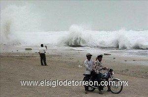 El ciclón, se movía a 18 kilómetros de velocidad, acompañado de vientos de entre 130 y 170 kilómetros por hora e intensas lluvias.
