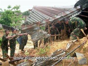 Al menos 65 personas han muerto sepultadas por deslizamientos de tierra debido a las fuertes lluvias registradas en el sur de Bangladesh.