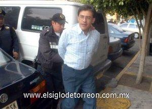 El presunto homicida de la directora del colegio Sir Winston Leonar Spencer Churchill, Marcelo Fernando Martínez González, fue sometido a diferentes exámenes médicos en la Fiscalía de Homicidios de la Procuraduría de Justicia capitalina.