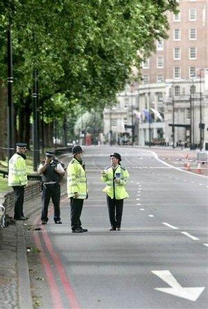 El primer ministro del Reino Unido manifestó que el incidente recordaba que Gran Bretaña enfrenta una amenaza seria y continua y necesita estar alerta.