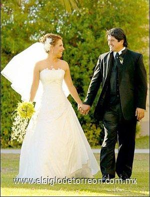 Sr. Luis Alberto Ortega Agüero y Srita. Érika Alejandra Hernández contrajeron matrimonio el pasado 21 de abril de 2007 en la parroquia de la Inmaculada Concepción