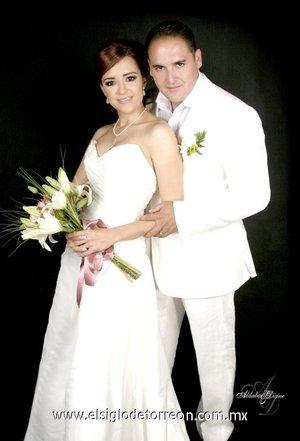 Ing. Luis Daniel Cisneros Reyes e Ing. Cristina Irene Chavira García contrajeron nupcias el sábado 19 de mayo de 2007.  <p> <i>Estudio Aldaba & Diane.</i>